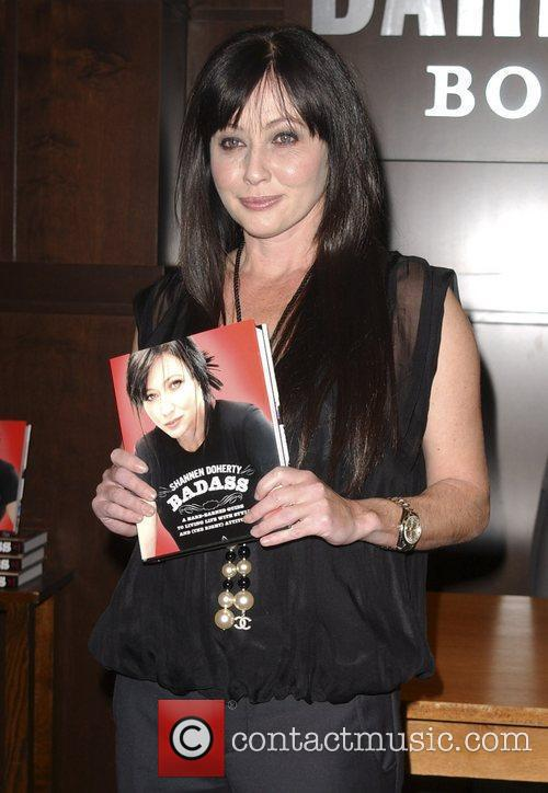 Shannen Doherty signs copies of her new book...
