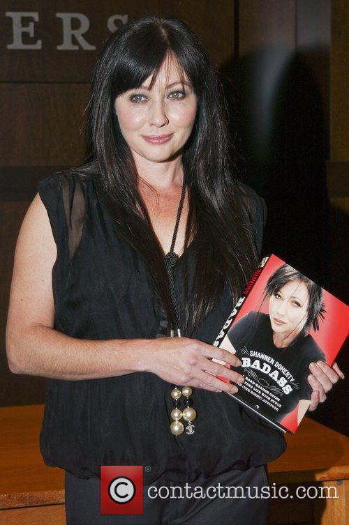Shannen Doherty  Shannen Doherty signs copies of...