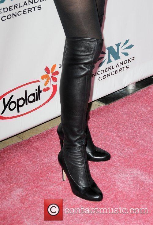 Kelly Lynch and Sheryl Crow 3