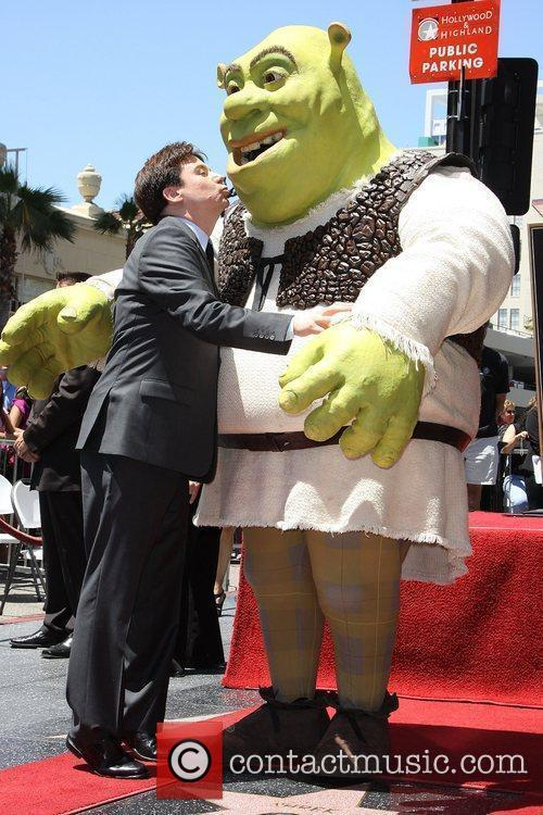 Mike Myers & Shrek Shrek is honoured with...