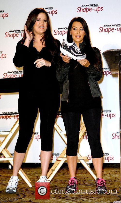 Kourtney Kardashian and Kim Kardashian 5