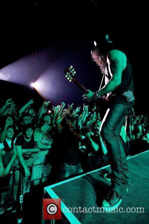 Slash performing live at Coliseu dos Recreios