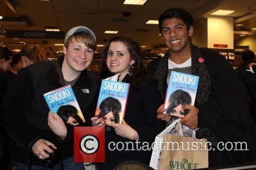 Fans Nicole Polizzi AKA 'Snooki' attends her book...
