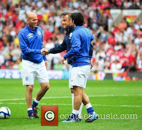 Zinedine Zidane and Robbie Williams 2