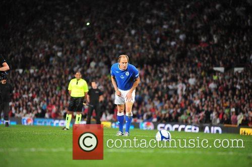 Woody Harrelson 2010 Unicef Soccer Aid charity football...