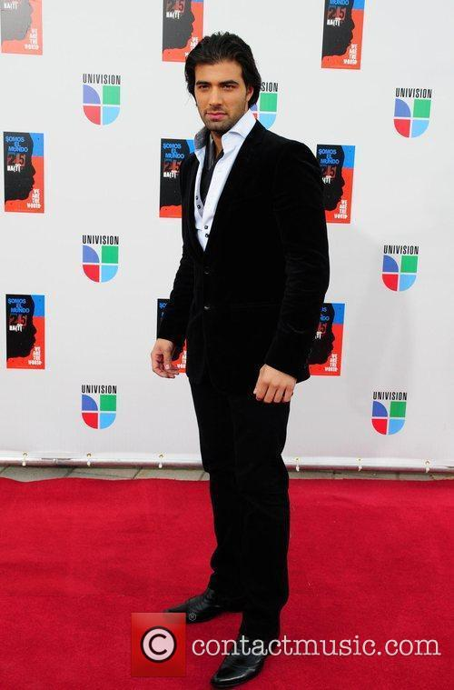 Jencarlos Canela Latin artists appear to record 'Somos...