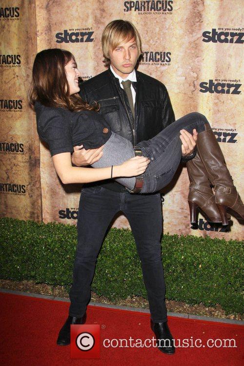 Lizzy Caplan and Ryan Hansen