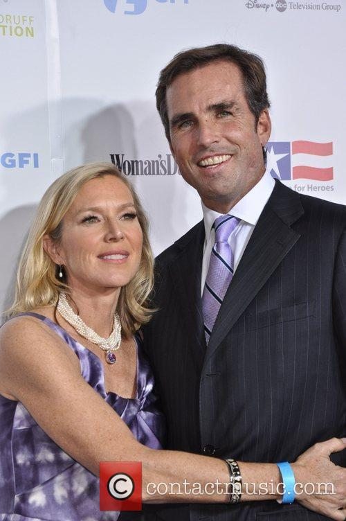 Bob Woodruff and guest United States Servicemen attend...