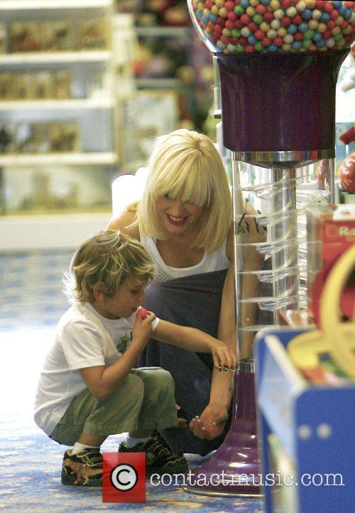 Singer Gwen Stefani and Gavin Rossdale 8