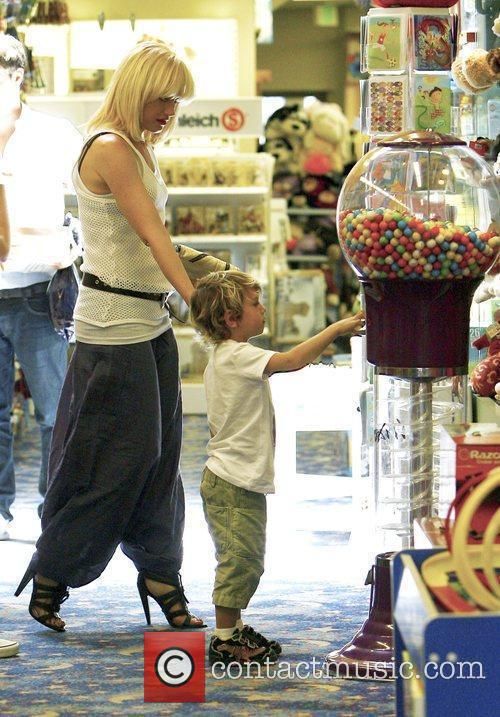 Singer Gwen Stefani and Gavin Rossdale 10