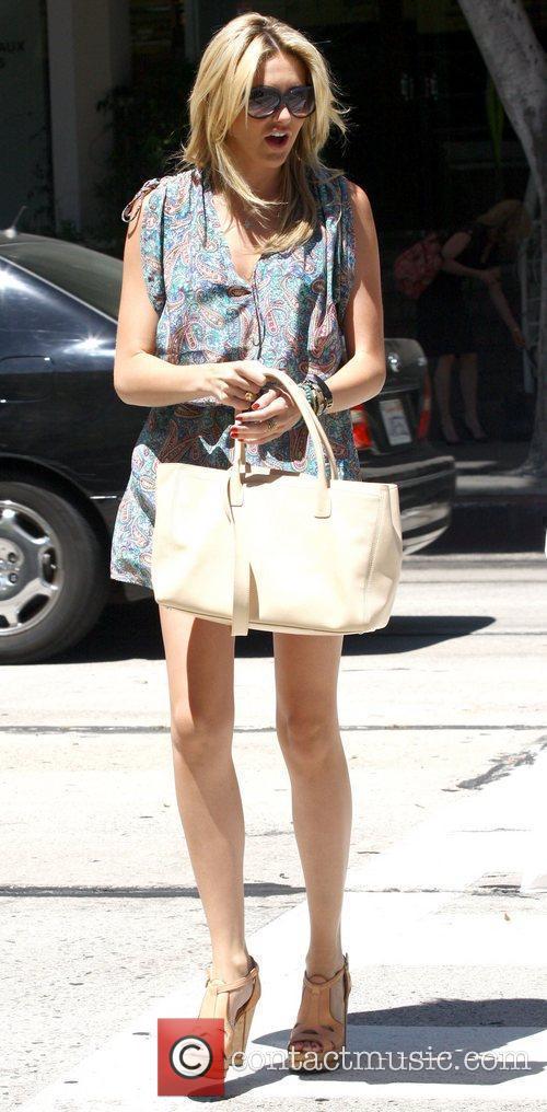 Stephanie Pratt runs errands in West Hollywood Los...
