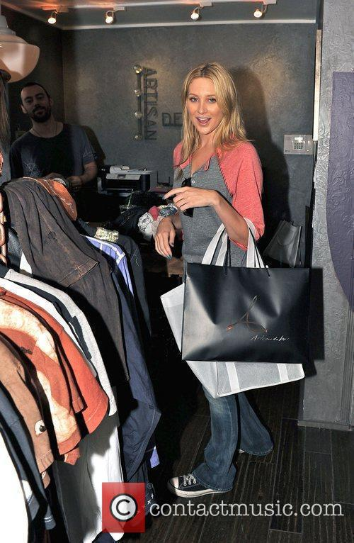 Stephanie Pratt wearing jeans and Converse trainers shopping...