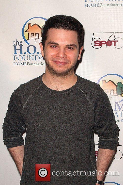 Samm Levine STIKS Celebrity Video Game Challenge For