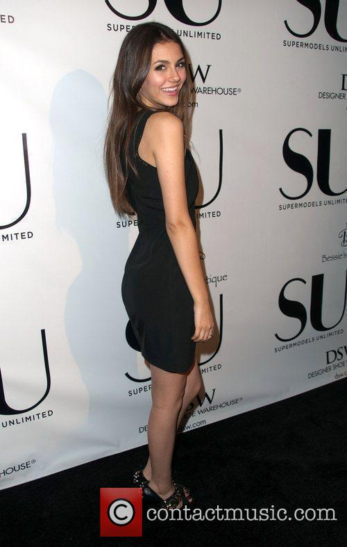 Victoria Justice and The Music 3