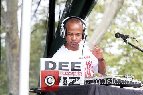 DJ Dee Wiz performing live at 2010 Summerstage...