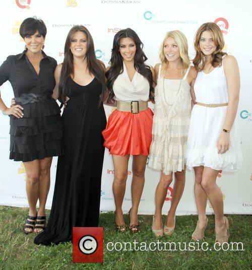 Khloe Kardashian, Kelly Ripa and Kim Kardashian 3