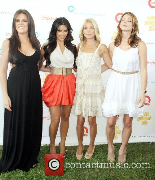 Khloe Kardashian, Kelly Ripa and Kim Kardashian 4
