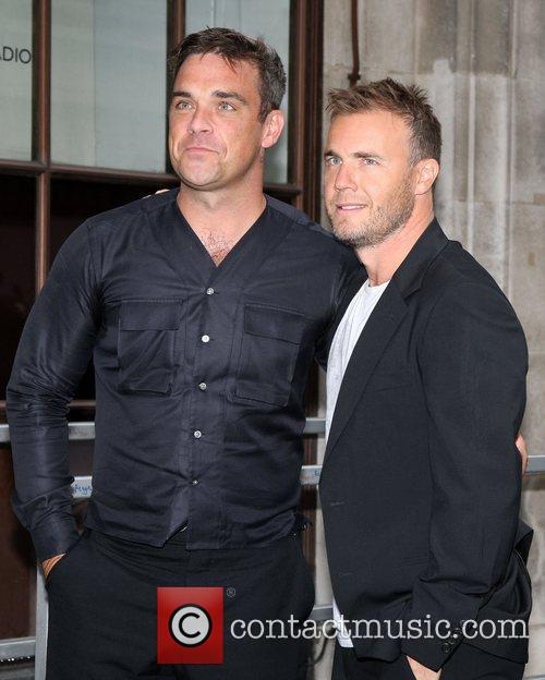 Take That, Chris Moyles, Gary Barlow and Robbie Williams 43
