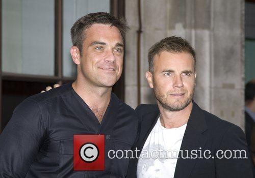Take That, Chris Moyles, Gary Barlow and Robbie Williams 45