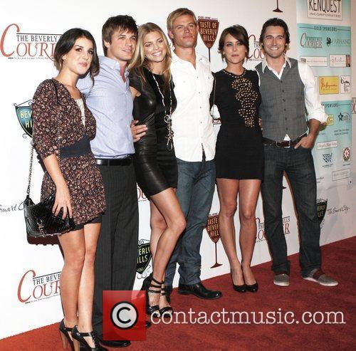 Shenae Grimes, Annalynne Mccord, Jessica Stroup, Matt Lanter, Ryan Eggold and Trevor Donovan 5