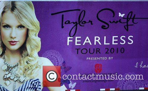 Taylor Swift has a 13 Hour Meet &...