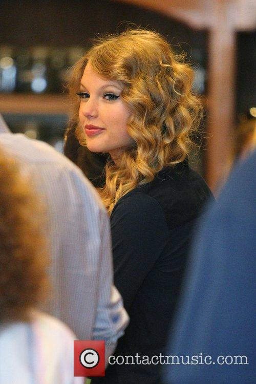 Taylor Swift, Friends Leaving The Farm Restaurant In Beverly Hills, Stop By Coffee Bean and Tea Leaf Next Door To Pick Up Coffee. 4
