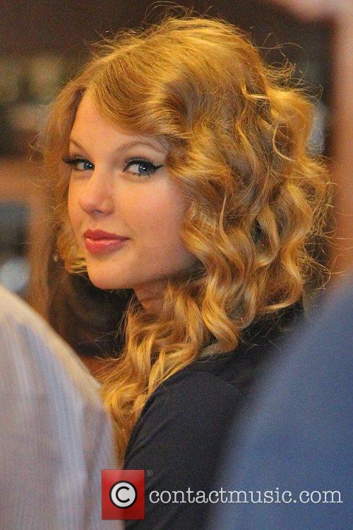 Taylor Swift, Friends Leaving The Farm Restaurant In Beverly Hills, Stop By Coffee Bean and Tea Leaf Next Door To Pick Up Coffee. 9