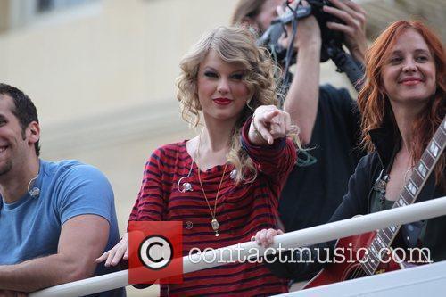 Taylor Swift 13
