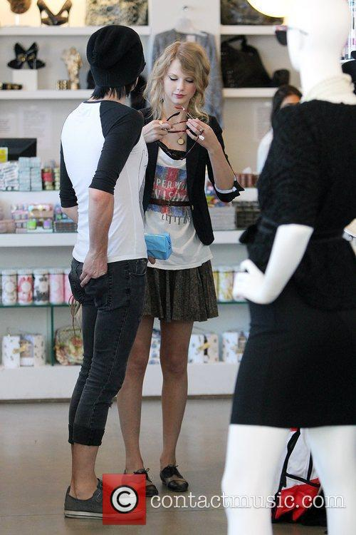 Taylor Swift shopping at Beverly Center with friends