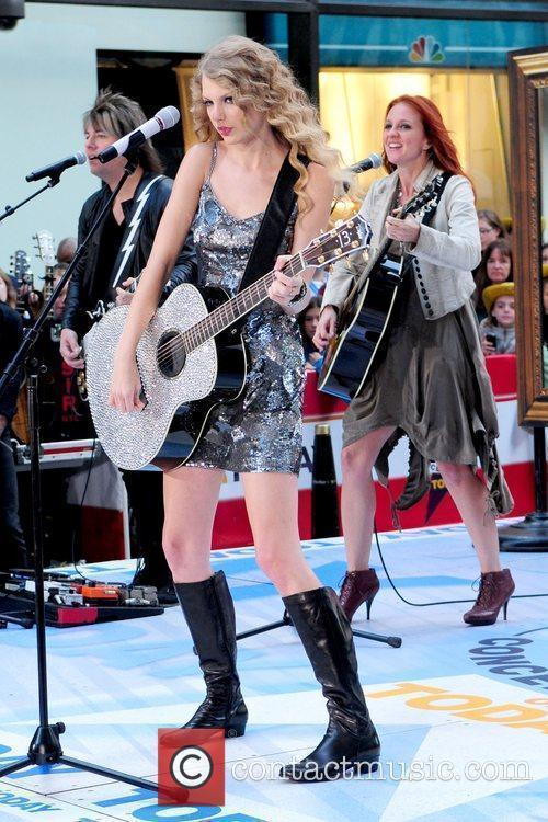 Taylor Swift 33