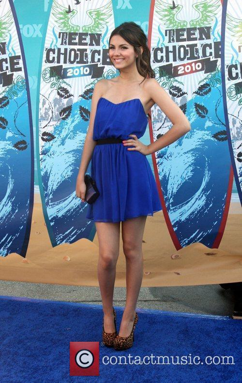 Victoria Justice and Teen Choice Awards 3
