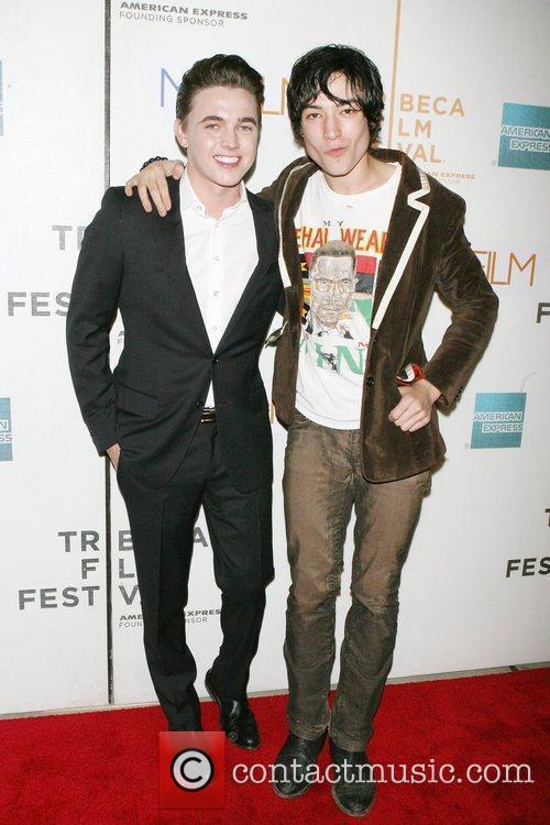 Jesse Mccartney and Ezra Miller 4