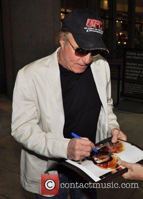 James Caan signs autographs for a fan Celebrities...