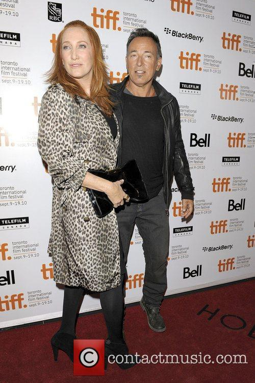 Patti Scialfa, Bruce Springsteen and The Edge 3