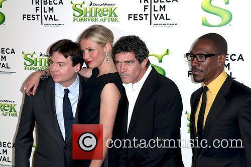 Mike Myers, Antonio Banderas and Cameron Diaz 7