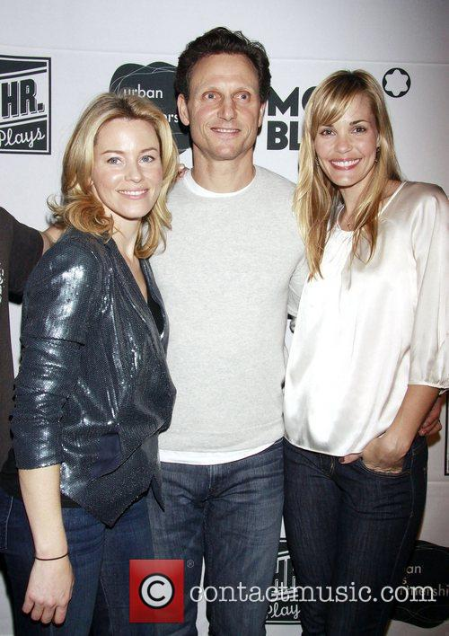 Elizabeth Banks, Leslie Bibb and Tony Goldwyn 4