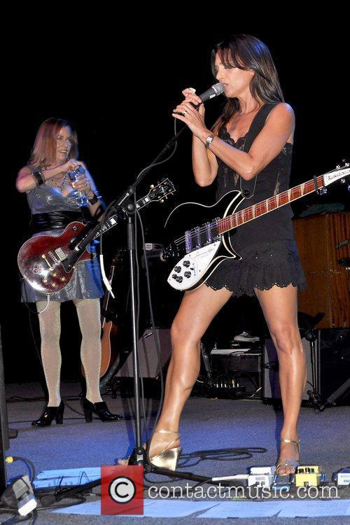 Susanna Hoffs and Bangles 2
