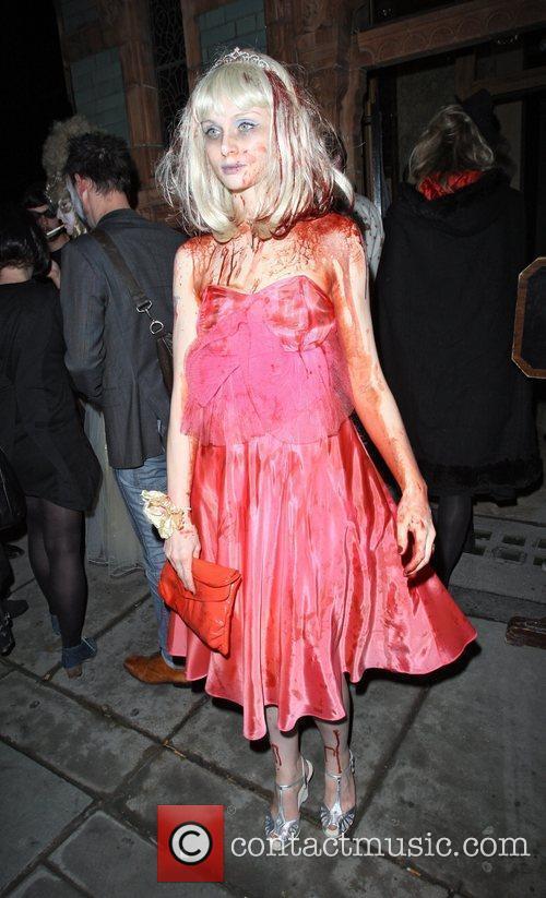 Sophie Ellis-bextor and Fake Blood 1