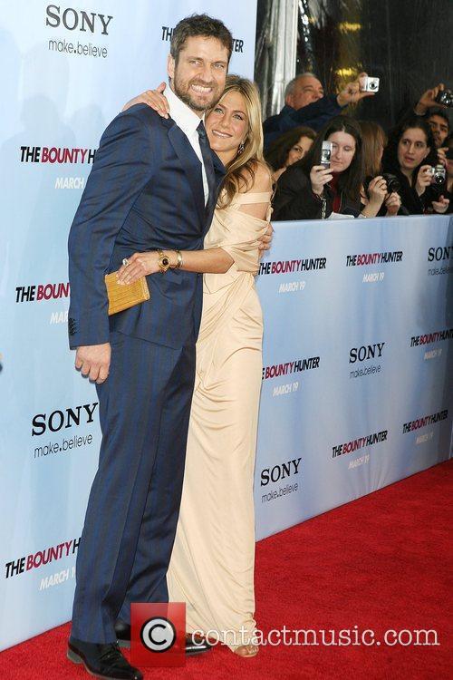 Gerard Butler and Jennifer Aniston 12