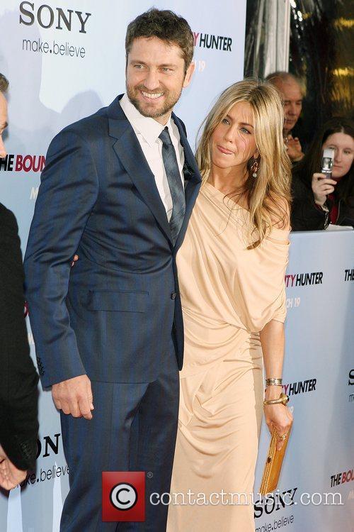 Gerard Butler and Jennifer Aniston 11