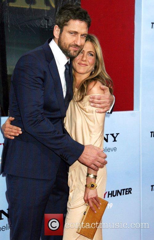 Gerard Butler and Jennifer Aniston 16