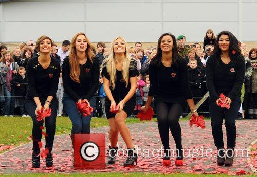 Frankie Sandford, Rochelle Wiseman, The Saturdays, Una Healy and Vanessa White 1