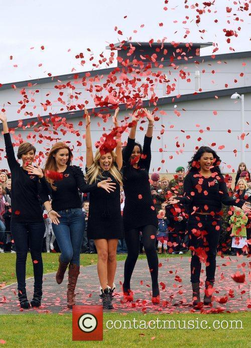 Frankie Sandford, Rochelle Wiseman, The Saturdays, Una Healy and Vanessa White 5