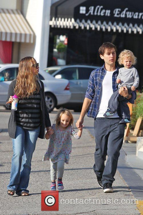 Jennifer Meyer, Tobey Maguire and their children Ruby...