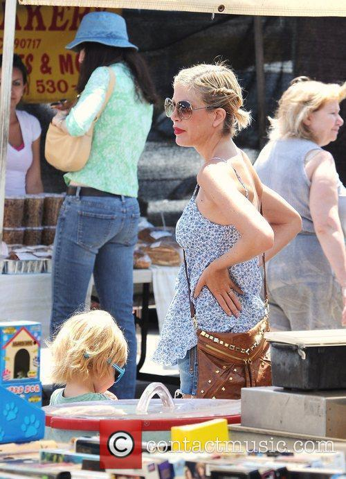 Tori Spelling goes to the farmers market with...