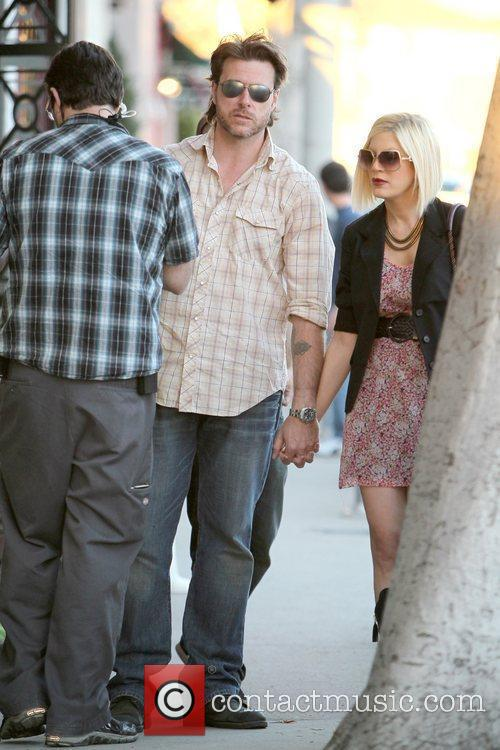 Dean Mcdermott and Tori Spelling 5