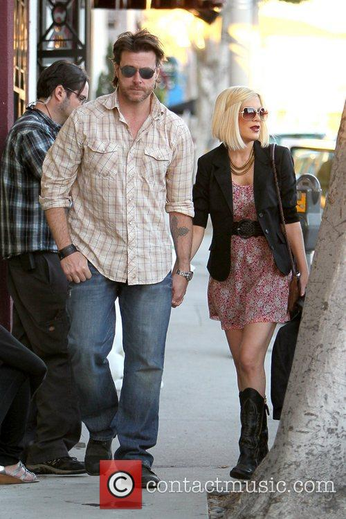 Dean McDermott and Tori Spelling 25