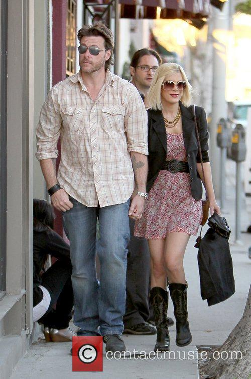 Dean Mcdermott and Tori Spelling 1