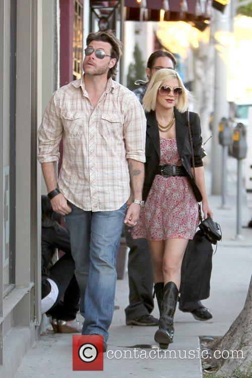 Dean McDermott and Tori Spelling 19