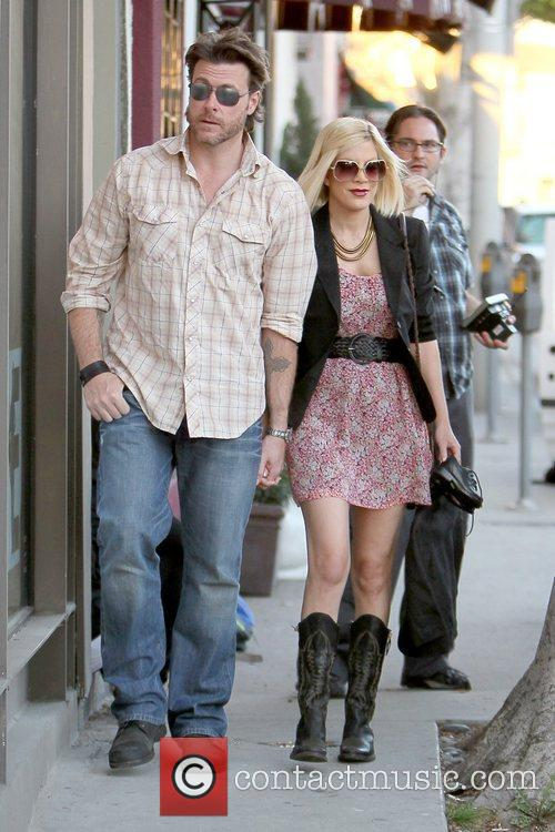 Dean McDermott and Tori Spelling 26